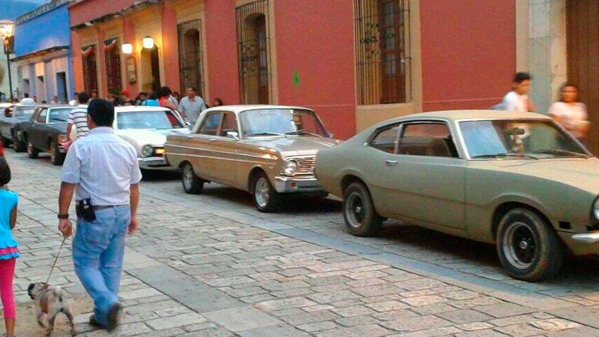 Desfile de autos en Oaxaca