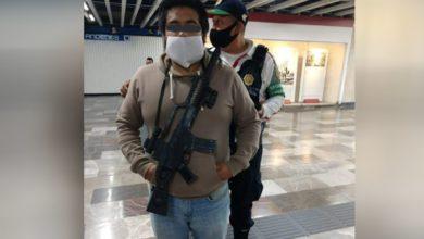 Photo of Hombre ingresa al Metro de la CDMX con una ametralladora
