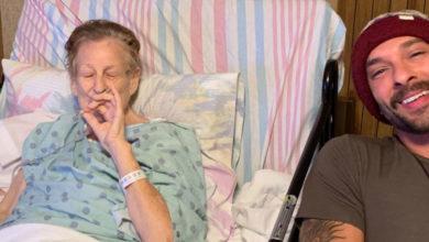 Photo of Abuelita aprovecha sus últimas horas de vida fumando marihuana con su nieto