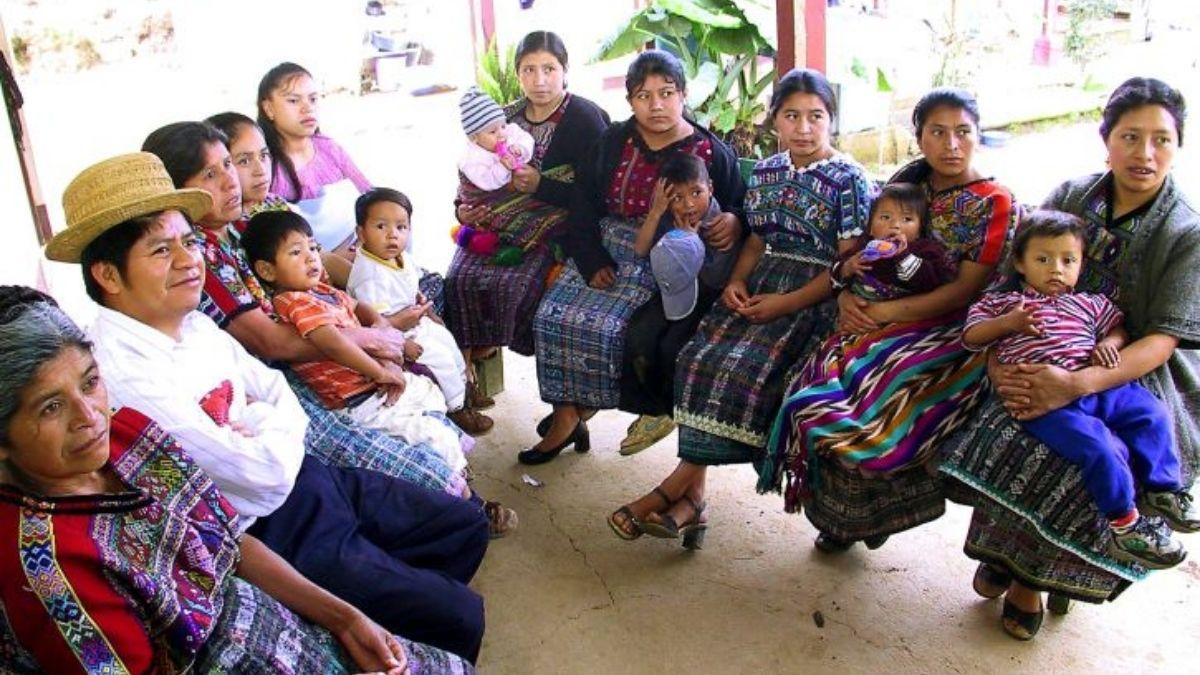 Indigenas mayas
