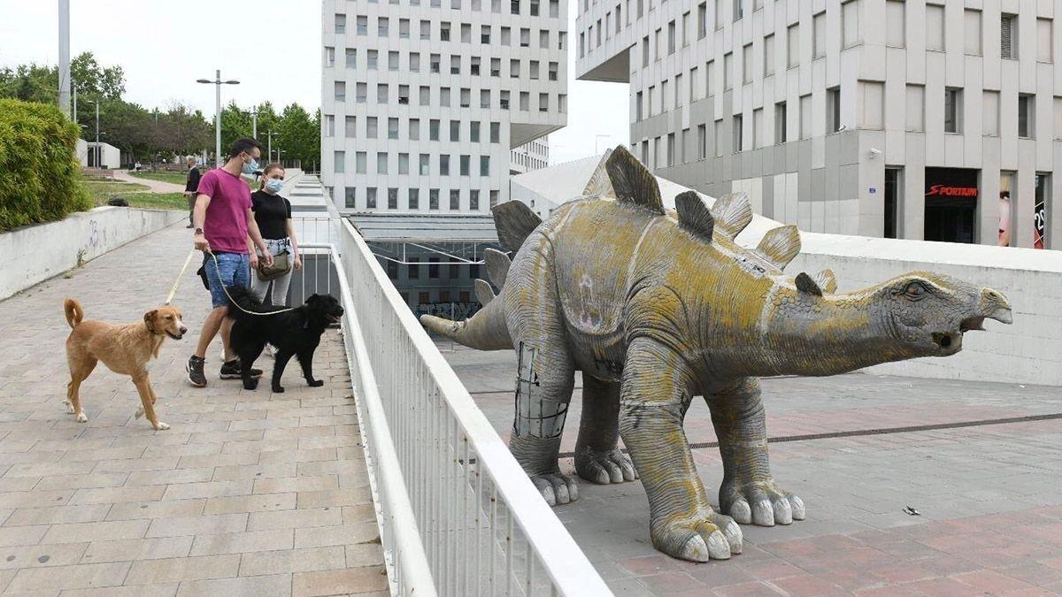 Estatua dinosaurio